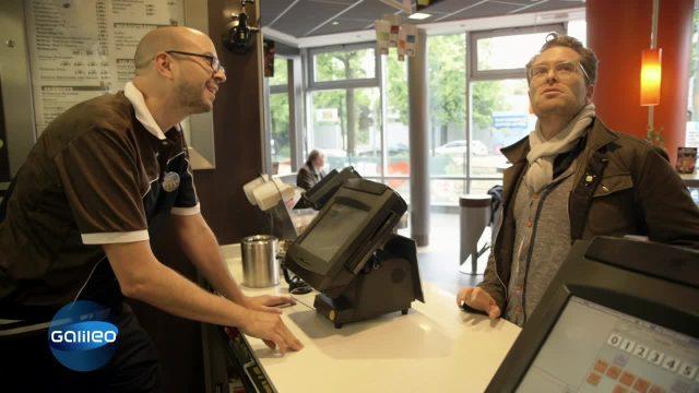 Harte Arbeit: Für einen Tag Angestellter bei McDonald's