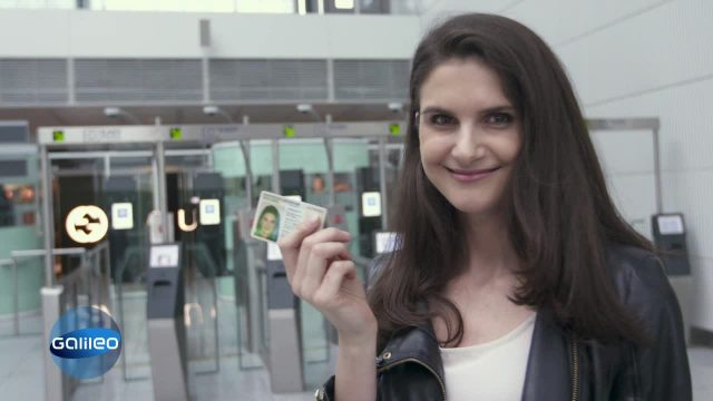 Selbstbedienungs-Passkontrolle am Flughafen