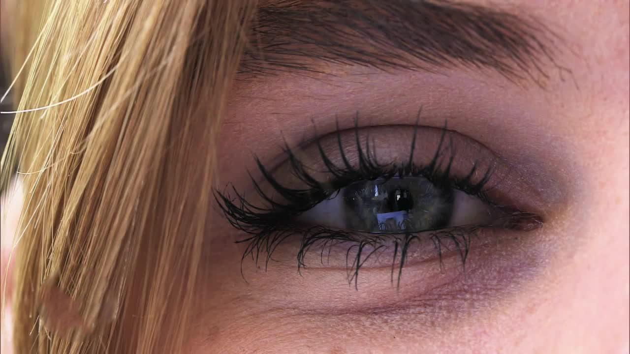 Augen flirten