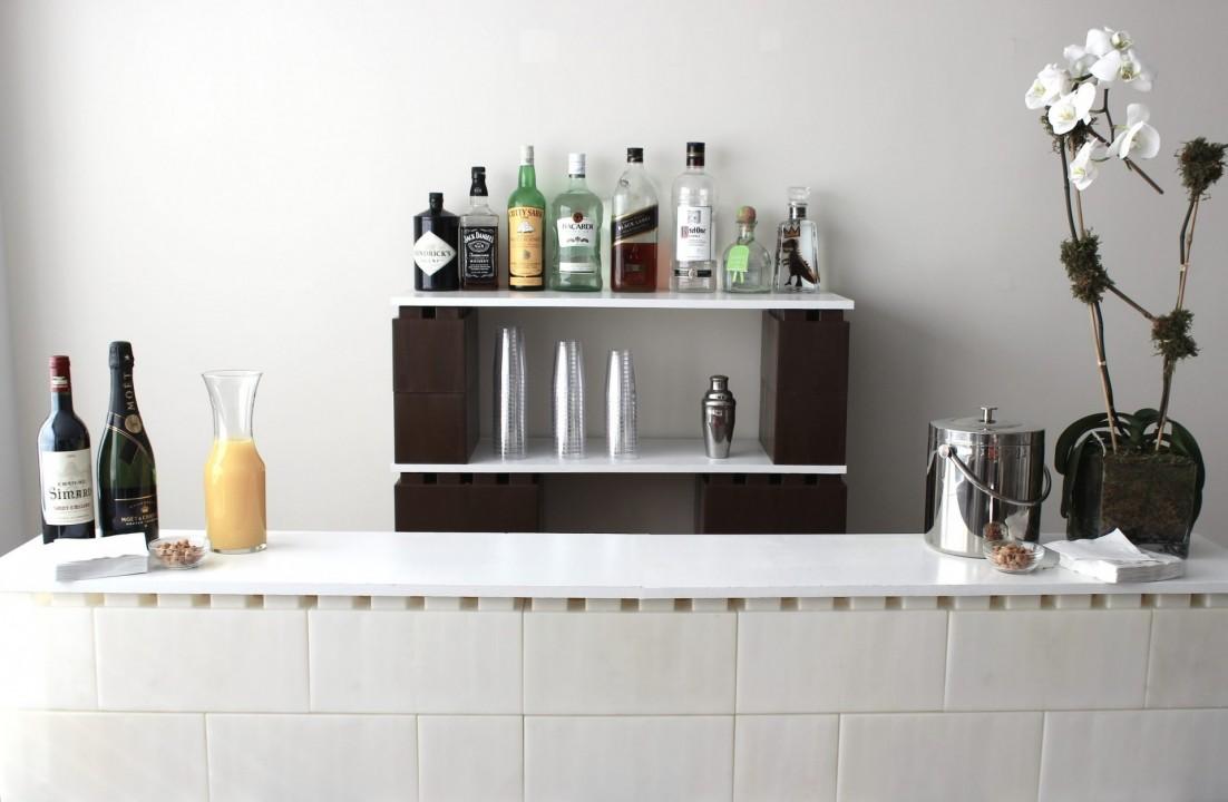 So baut ihr Möbel und Wände mit Plastik-Bausteinen