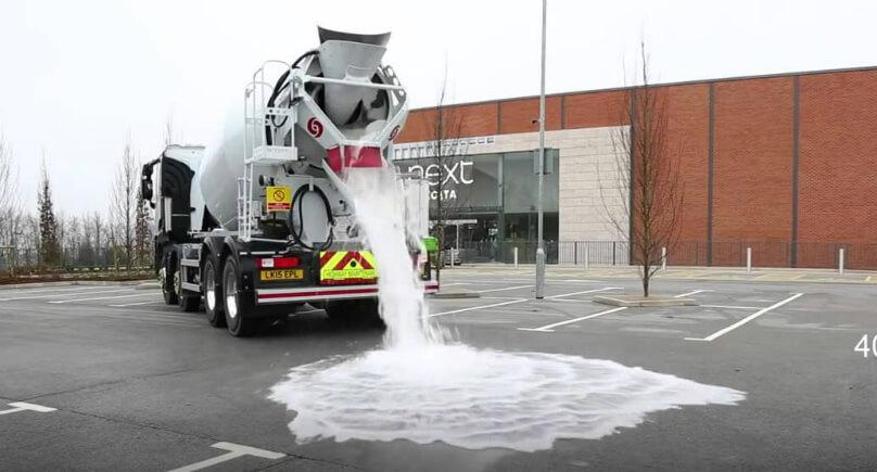 Wasserhahn Liter Pro Minute = dieser asphalt schluckt 4000 liter wasser pro minute