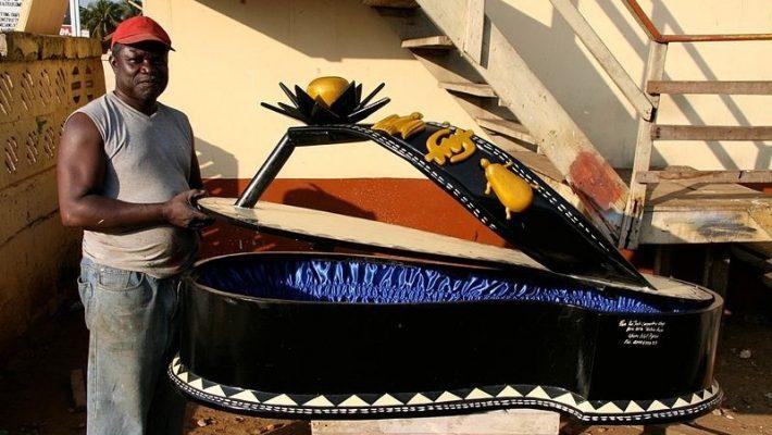das ist wirklich ein sarg die grabkunst aus ghana. Black Bedroom Furniture Sets. Home Design Ideas