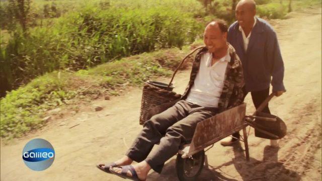 Ein Blinder und ein Armloser retten gemeinsam ihr Dorf