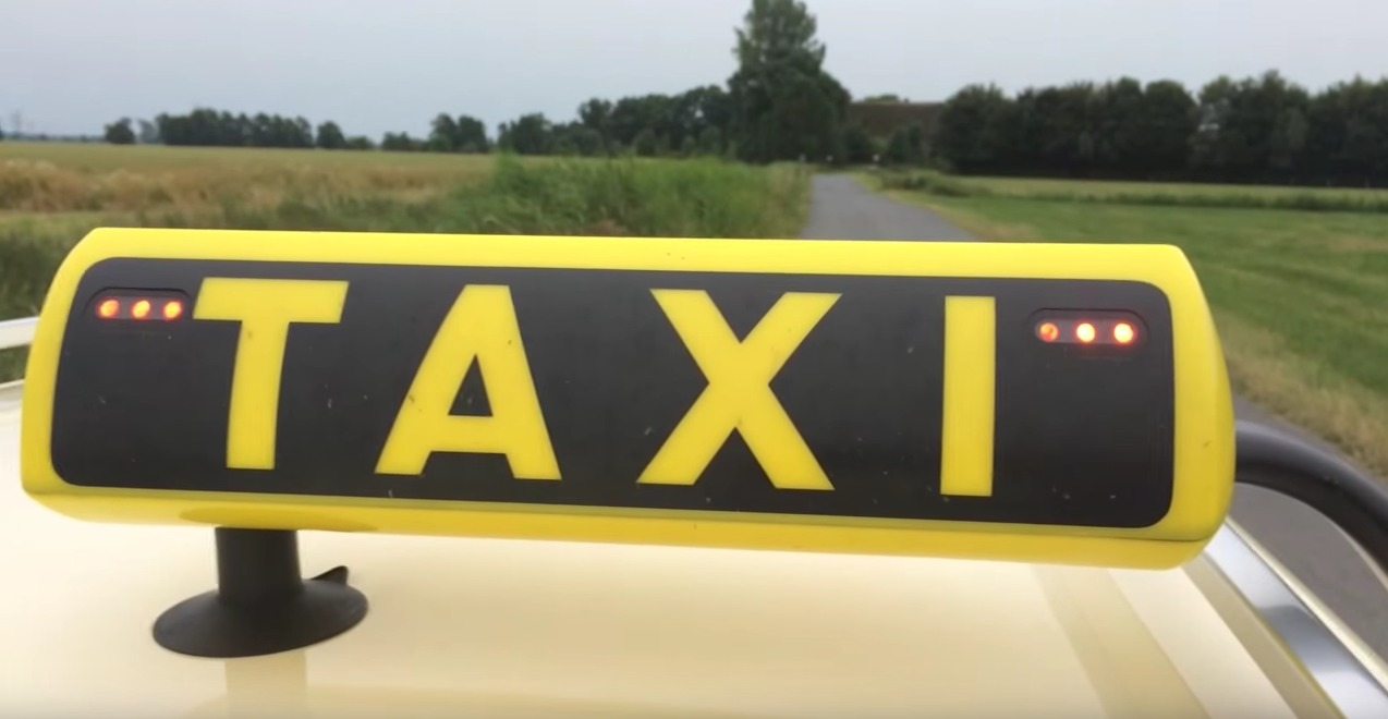 Taxi Schild Blinkt