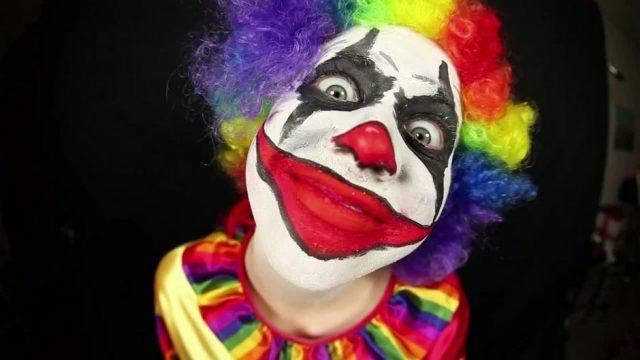 Kann ich mich noch als Clown an Halloween verkleiden?