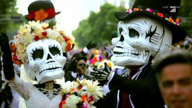 Día de los Muertos: Eine Parade für die Toten