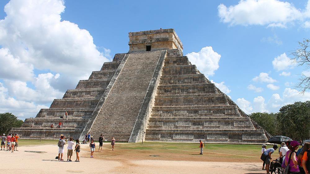 unter dieser maya pyramide wurde eine weitere geheime pyramide gefunden. Black Bedroom Furniture Sets. Home Design Ideas