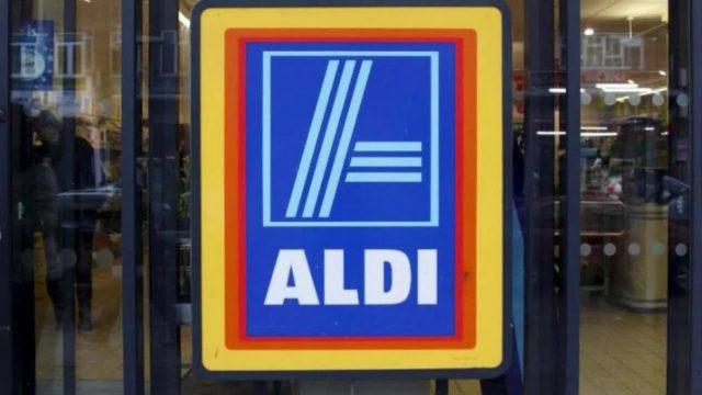 Neues Angebot: Das Warten an der Aldi-Kasse könnte bald deutlich länger dauern