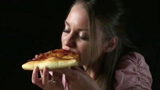 Mathematische Formel: Deshalb solltest du immer die größte Pizza bestellen