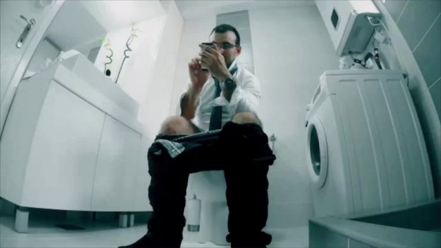 22.000 Nutzer müssen je 1.000 Stunden Toiletten putzen - weil sie ihr WLAN falsch benutzt haben. Das steckt dahinter