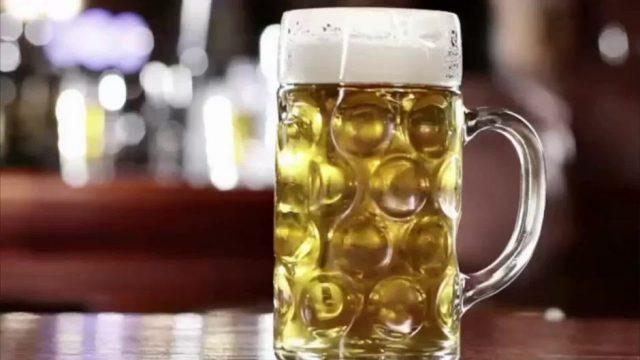 Brauerei sucht Biertrinker! 160.000 Flaschen müssen sonst vernichtet werden