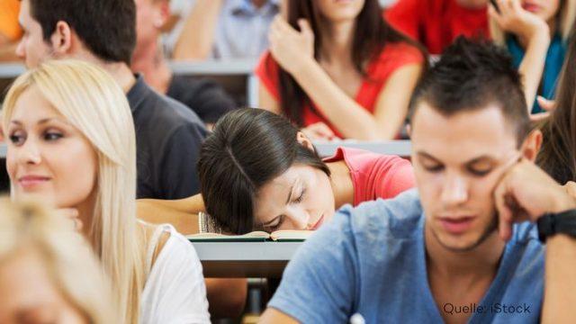 Experte erklärt: Darum bist du tagsüber müde und abends wach