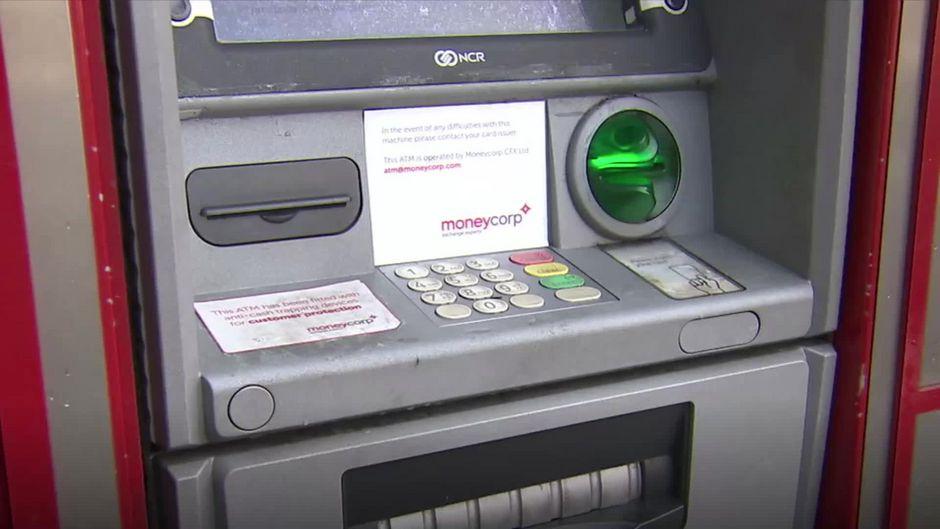 Stiftung Warentest hat getestet: Heimliche Kosten am Geldautomaten - so werden wir abgezockt