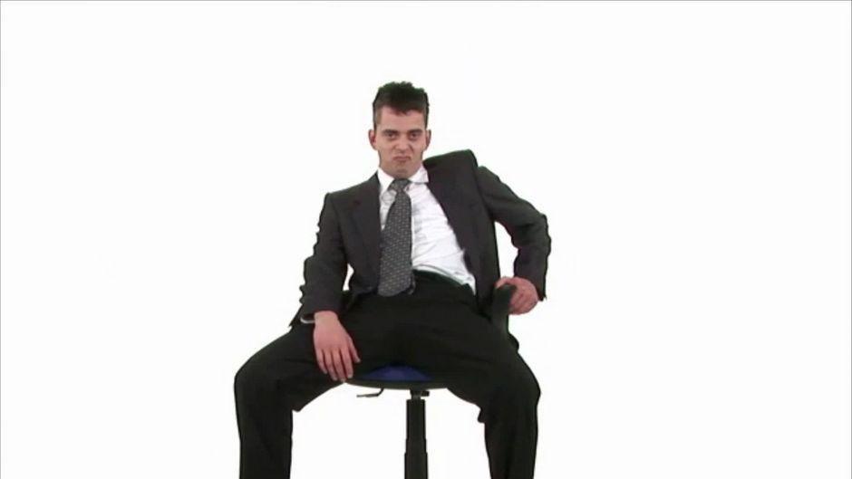 das sagt die sitzhaltung ber deinen charakter aus. Black Bedroom Furniture Sets. Home Design Ideas