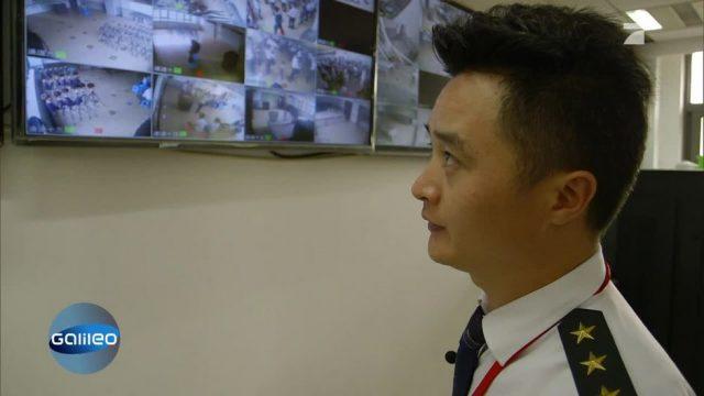 Totale Überwachung in der härtesten Friseur-Schule der Welt