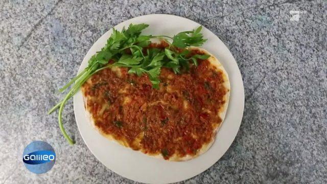 Pizza weltweit: 3 ungewöhnliche Pizza-Varianten im Test