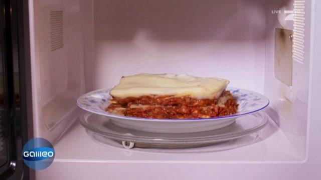 Warum dreht sich das Essen in der Mikrowelle?