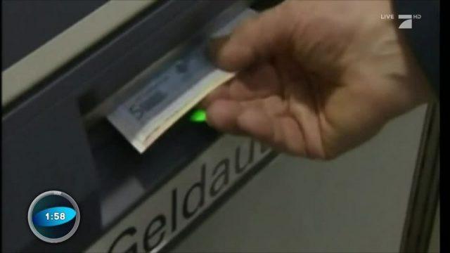 Abzocke beim Geldautomaten? So kann man sich die Gebühren sparen