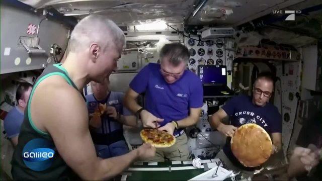 Astronauten backen Pizza auf der ISS