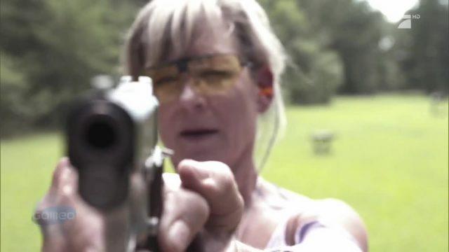 Diese Frau schießt gerade mit der Asche ihres verstorbenen Mannes