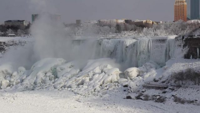 Beeindruckendes Schauspiel: Niagarafälle sind teilweise zugefroren