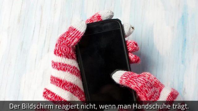 Warum ihr euren Touchscreen nicht mit Handschuhen bedienen könnt - dafür aber mit Essiggurken