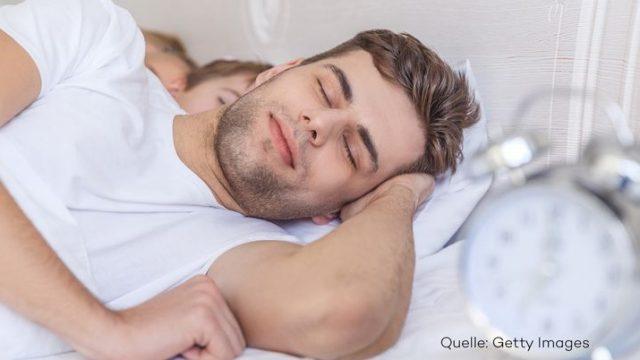 Warum es gesünder ist, auf der linken Seite zu schlafen