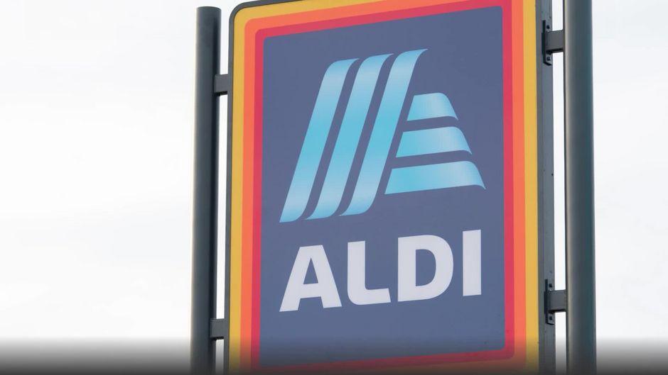 Aldi Kühlschrank Kaufen : Das geheimnis steckt unten drunter: dafür ist der teppich an jeder
