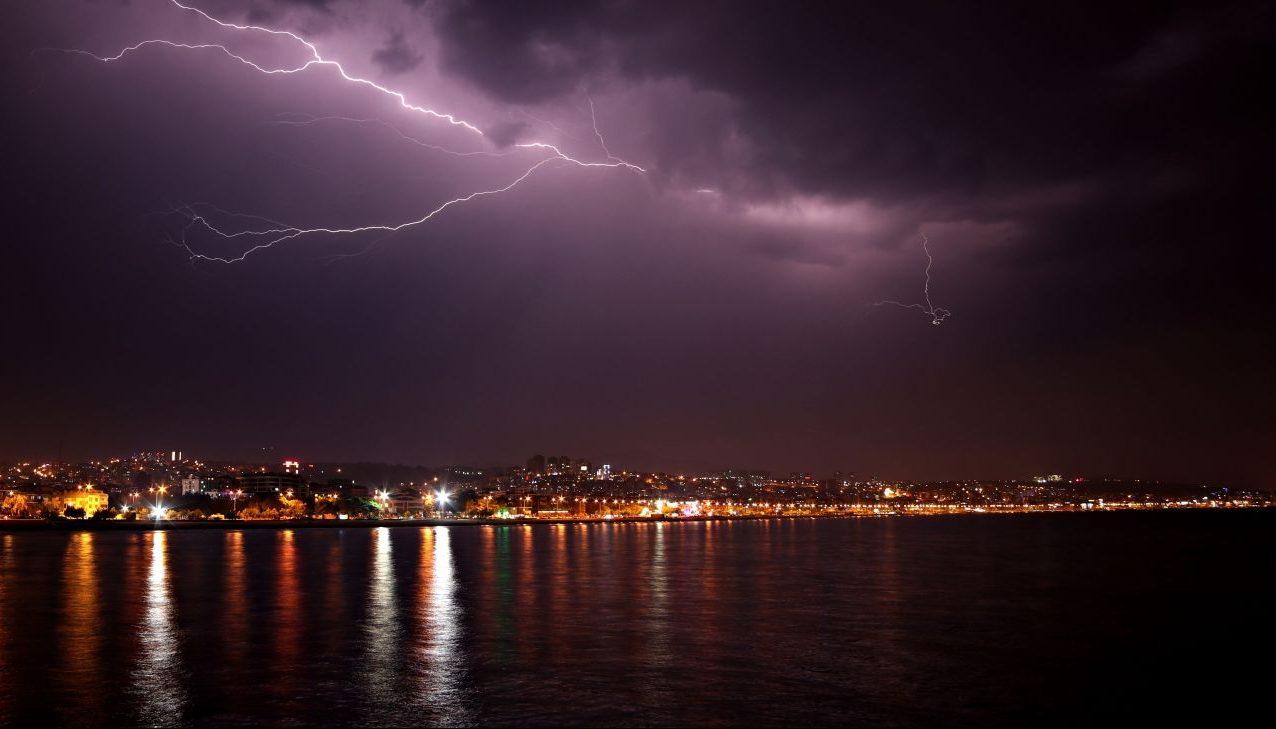 Der finale Sprung! Bilder zeigen die Geburt eines Blitzes