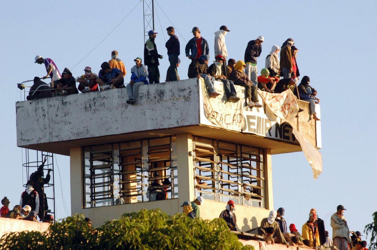 """Das """"Primeiro Comando da Capital"""" (PCC) ist eine brasilianische Gang, die aus Sao Paulo heraus agiert. Sie war ursprünglich eine Gefängnis-Fußballmannschaft, verfolgt mittlerweile aber auch politische Ziele."""