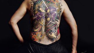 """Die oft auch als japanische Mafia bezeichnete """"Yakuza"""" sieht sich selbst als ritterliche Organisation und beruft sich auf eine Geschichte, die bis ins 17. Jahrhundert zurückreichen soll. Innerhalb der """"Yakuza"""" rivalisieren verschiedene Gruppen und Gangs miteinander. Die Organisation ist in Japan, Thailand, Südkorea, den USA, Europa und sogar Australien aktiv."""