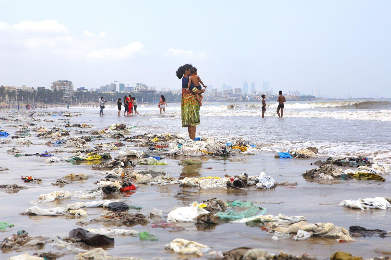 Mikroplastik ist überall! Im Wasser, in der Luft - und in unserem Essen