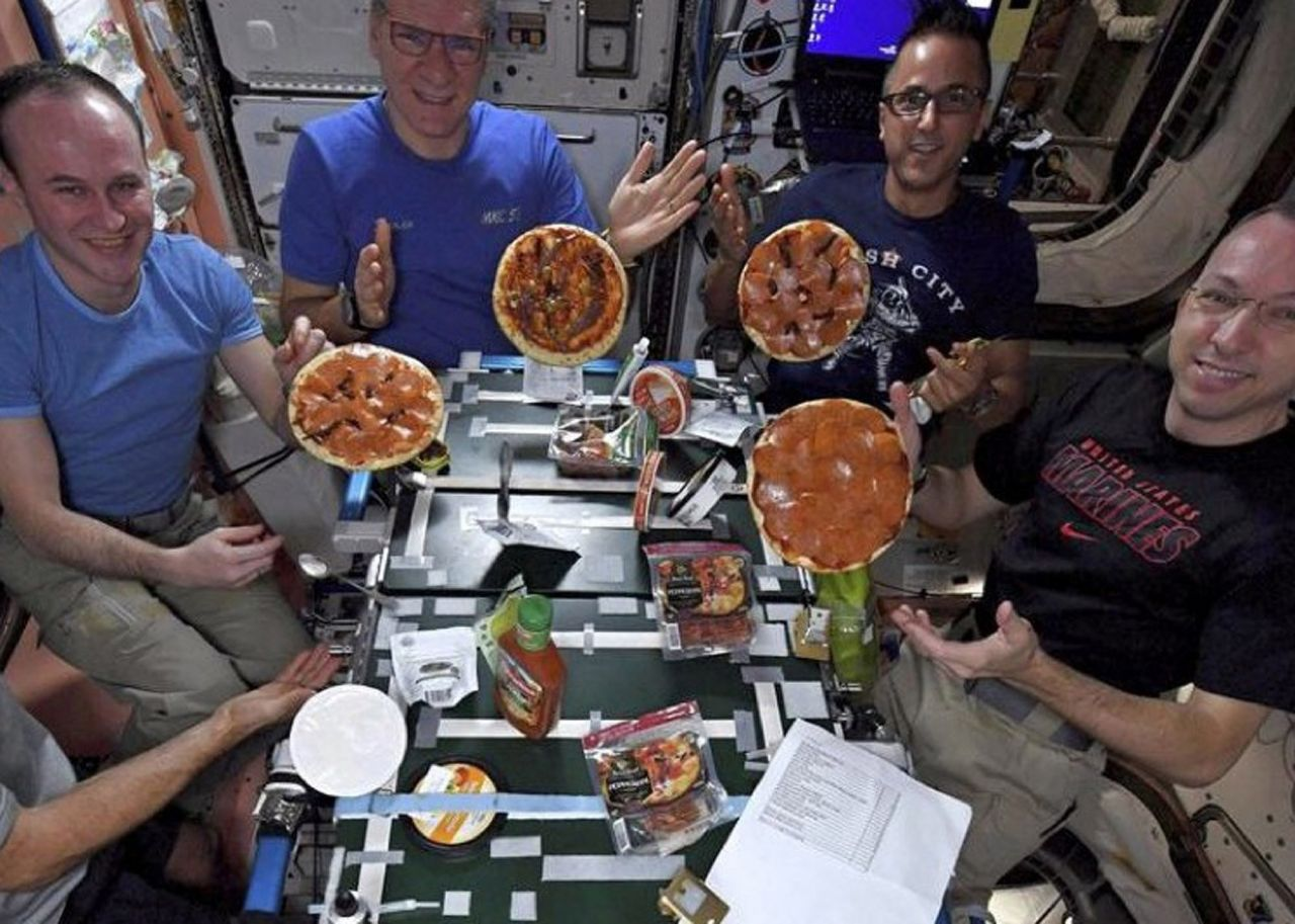 Pizza ISS