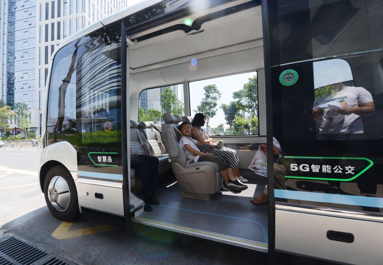 China: Hier gibt es autonome Busse - also ohne Fahrer - die mit dem Ampelnetz verbunden sind.