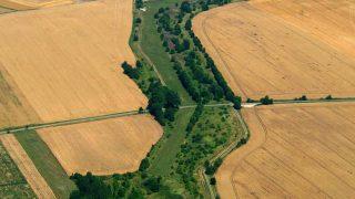 Luftbild von der ehemaligen Grenze bei Mackenrode in Thüringen. (© Klaus Leidorf)