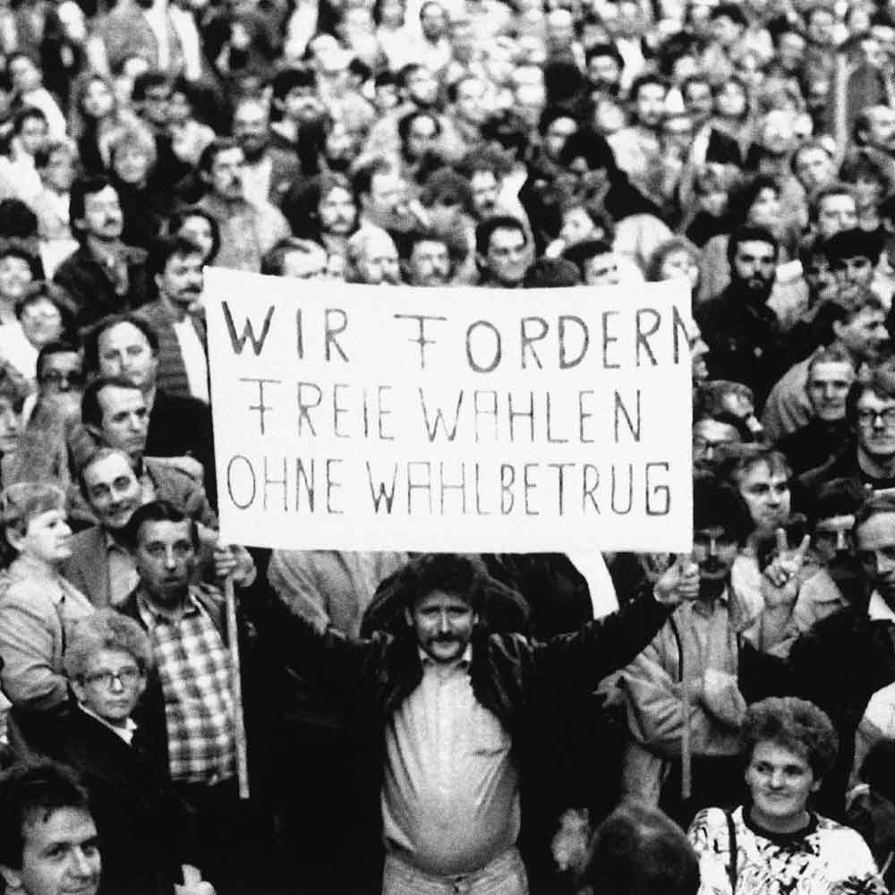 Anfang November 1989 verlangten über 500.000 Menschen in ganz Ost-Deutschland das Ende der DDR.