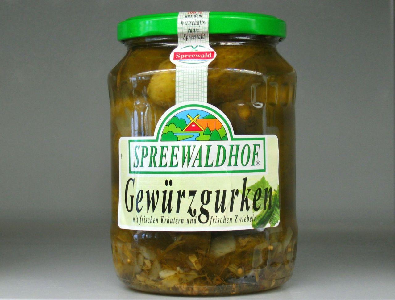 Spreewälder Gurken waren in der DDR sehr beliebt. Die Wiedervereinigung wirkte bedrohlich auf die Delikatesse. Ein Familienunternehmen aus dem Westen rettete die sauren Gurken.