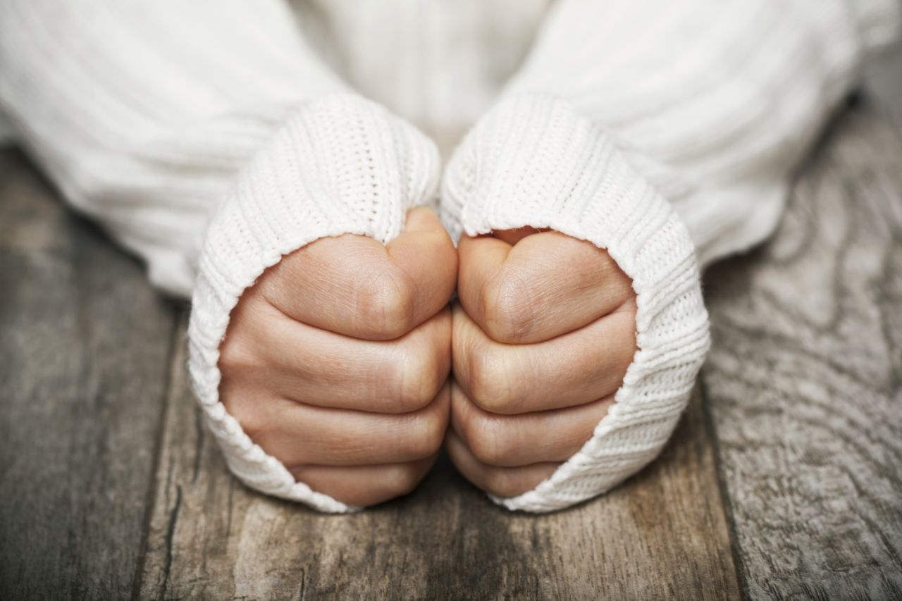 Kalte Finger wegen des Raynaud-Syndroms