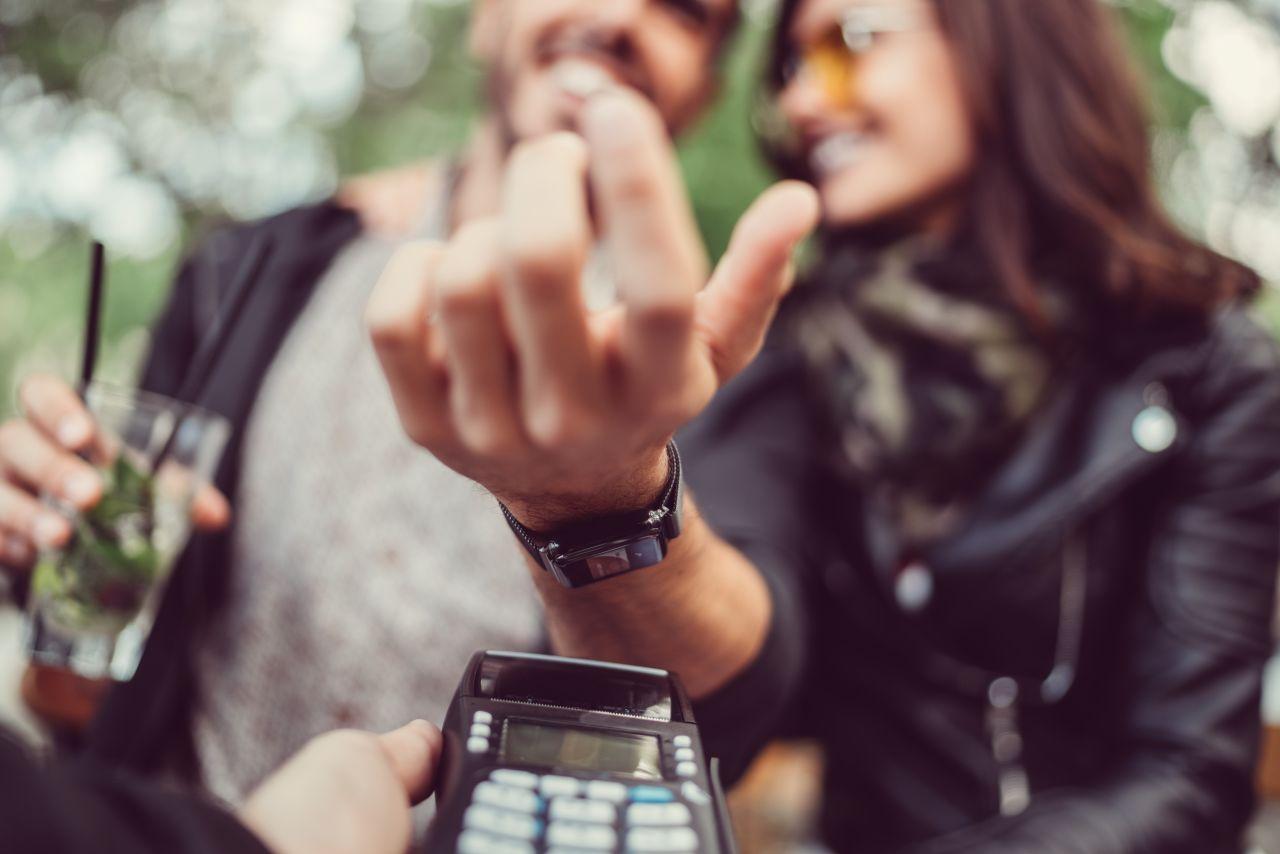 Handfläche oder Chip-Implantat: So zahlen wir in Zukunft