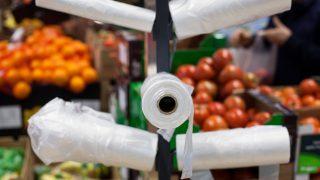 Auch die Hersteller von Fast-Food-Verpackungen und Leichtplastiktaschen sollen an den Kosten für deren Entsorgung beteiligt werden.