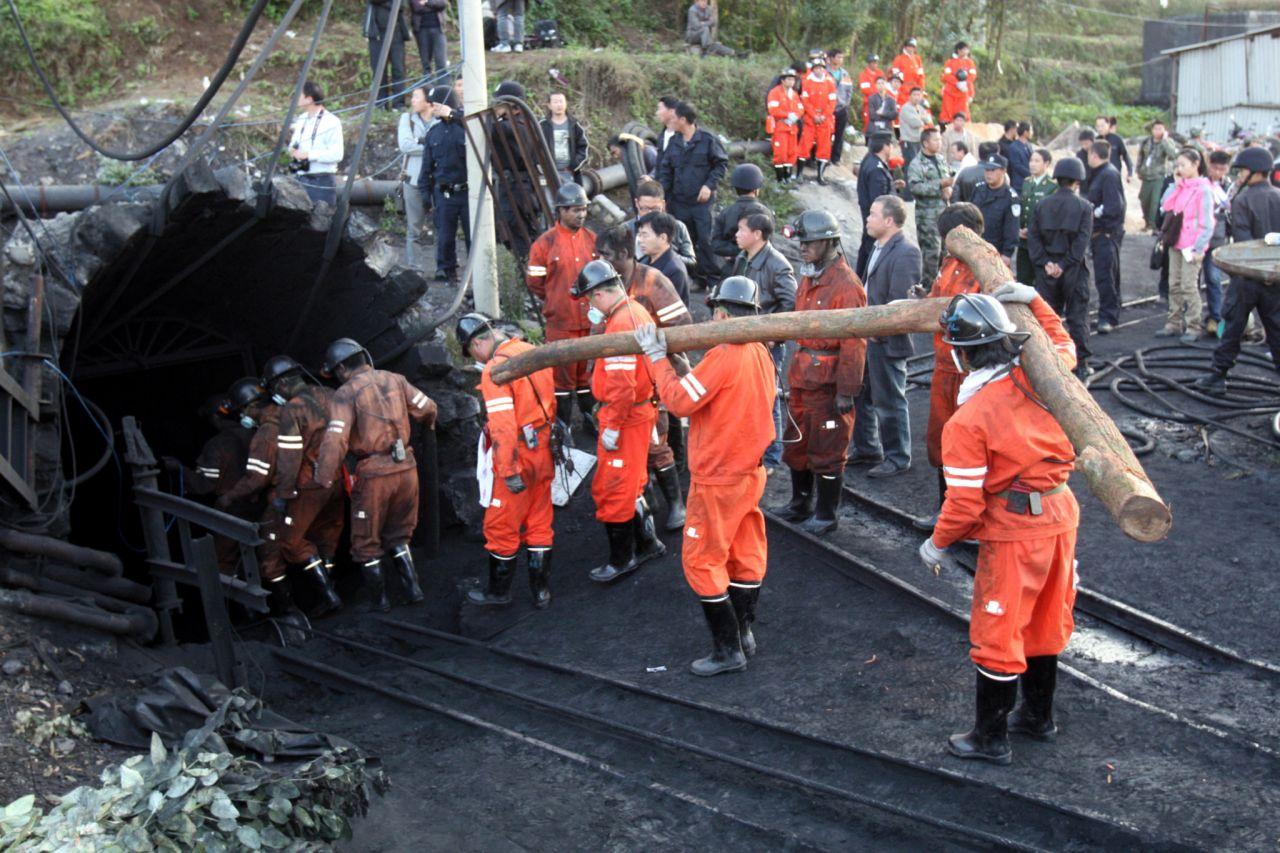 Rettungskräfte im Bergwerk China