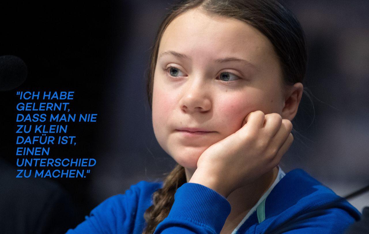 Greta Thunberg mit nachdenklicher Pose
