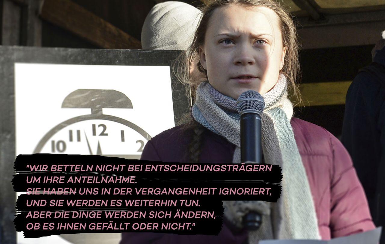 Greta Thunberg mit Mikro in der Hand