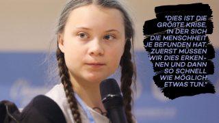 Greta Thunberg vor einem Mikrophon
