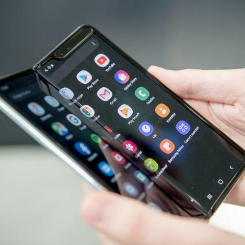 Das Samsung Galaxy Fold ist für den südkoreanischen Handyhersteller seit September auf dem Markt. Preis: etwa 2.000 Euro.