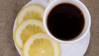 Espresso mit Zitronensaft