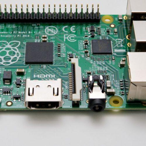 Der Raspberry Pi von oben: nur eine kleine Platine aber alles drauf, was du brauchst.