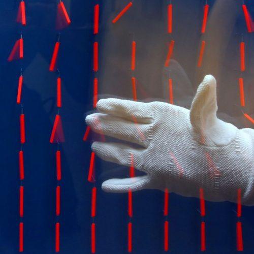 Statisch aufgeladene Hand