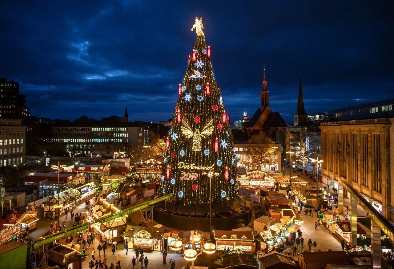 Der Dortmunder Weihnachtsbaum ist angeblich der größte der Welt.