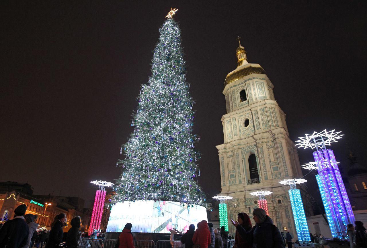 In Kiew steht einer der schönsten Weihnachtsbäume der Welt.